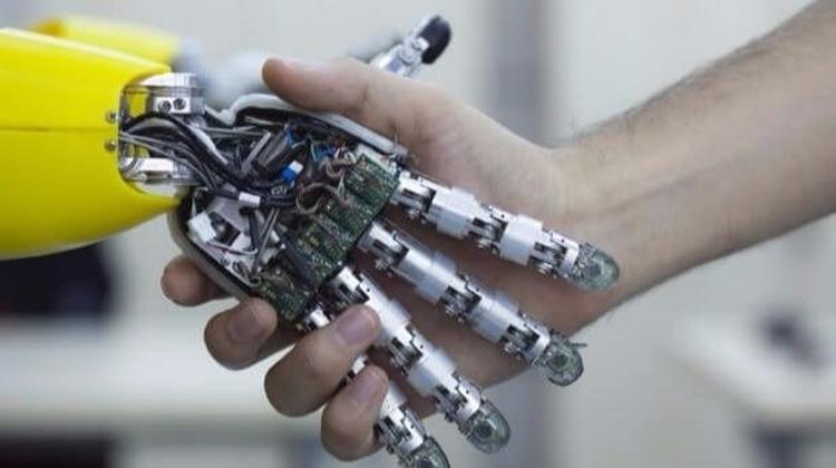 Robotklyngen vil have flere uddannede