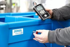 Test af vægtykkelse på DENIOS opsamlingskar