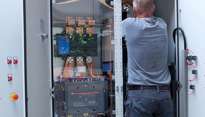 Lad os bygge din el-tavle, når den skal til USA. Vi har mere end 10 års erfaring som certificeret UL tavlebygger, og sørger for, at din el-tavle produceres i henhold til den amerikanske standard UL508A.