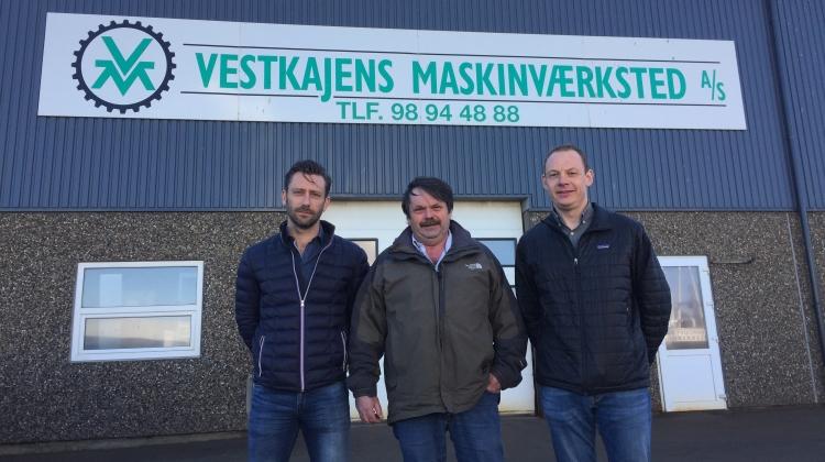 Tony Jensen (midten) fra Vestkajens Maskinværktsted A/S er her flankeret af Jesper Reinholdt (tv) og Rasmus Brohus (th).